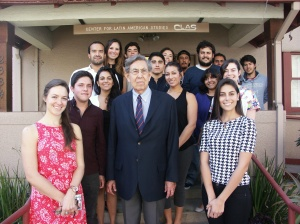 Cuauhtémoc Cárdenas with Mexican students studying at UC Berkeley