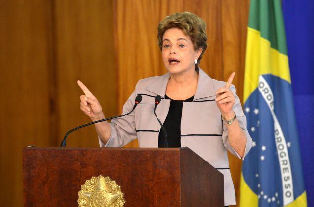 a_presidente_dilma_rousseff_durante_cerimo%cc%82nia_contra_o_impeachment_em_31_de_marc%cc%a7o_de_2016
