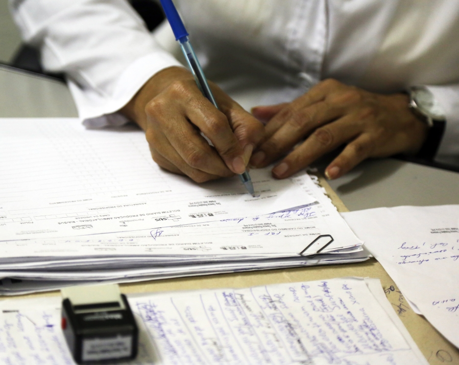 A doctor prepares her notes in Brazil. (Photo by Pan American Health Organization).