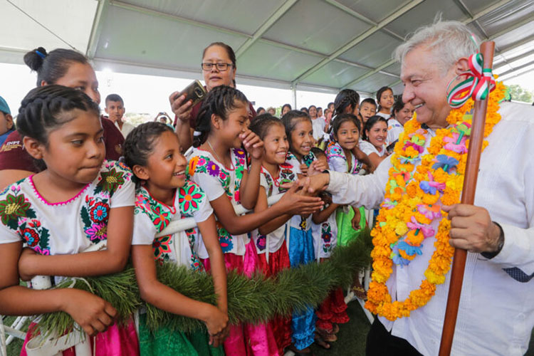 Andrés Manuel López Obrador shakes hands with children at an event on March 15, 2020. (Photo from AMLO/Twitter.)