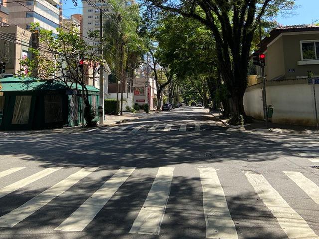 Ruas vazias em São Paulo, 5 de abril de 2020. (Foto de Elize Massard da Fonseca.)