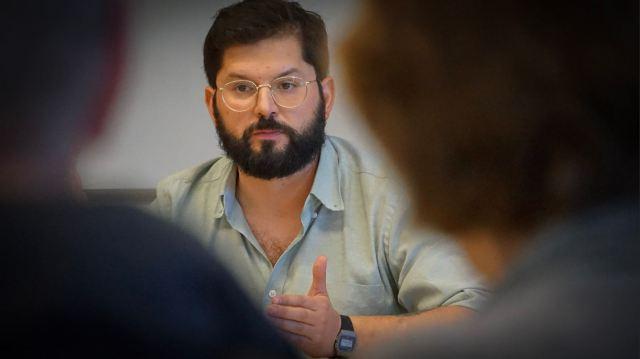 Chilean deputy Gabriel Boric speaks for CLAS at UC Berkeley, February 2020. (Photo by Nicolás Novoa-Marchant/www.sdpaudiovisual.com.)