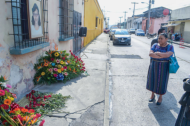 Portrait of Myrna Mack at the site of her murder on 12 Calle in Guatemala City, renamed Calle Myrna Mack. People gather to commemorate the anniversary of her death each September 11. (Photo by Fabricio Alonso.)
